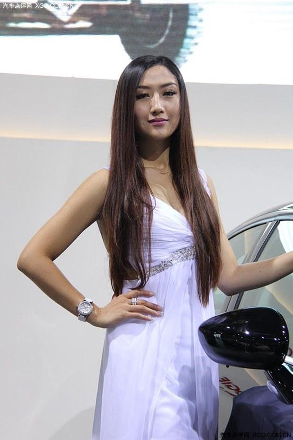 白色礼服优雅美女 时尚中国