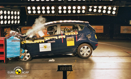 福特新嘉年华碰撞测试现场-十款将上市热点轿车 SUV 安全性抢先看